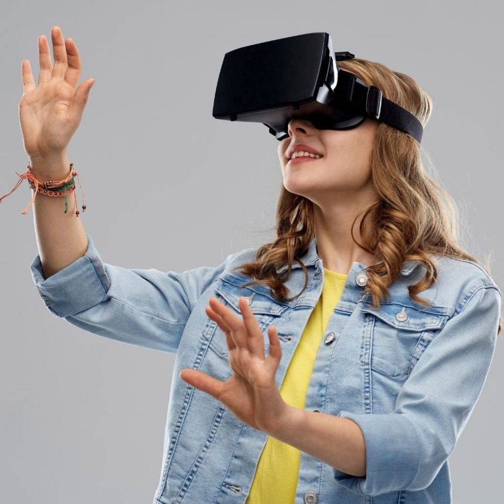 ados portant un casque de réalité virtuelle